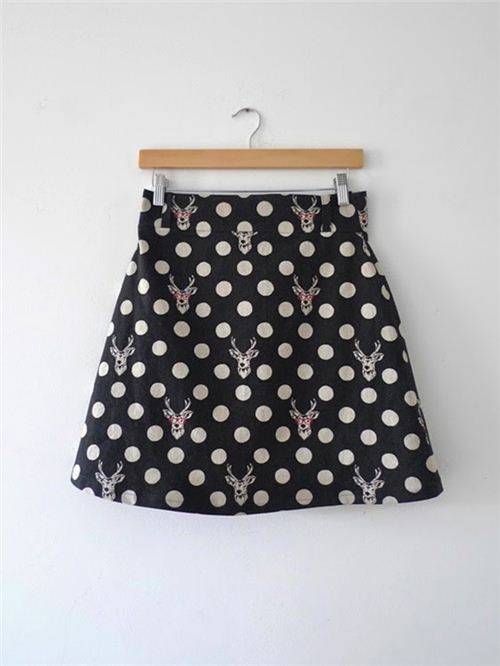 Tilly and the Buttons  sewed a lovely skirt with our echino stag fabric