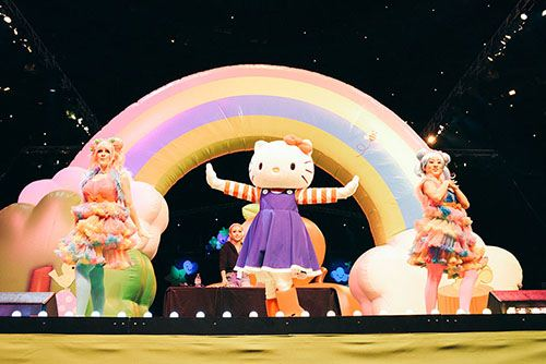 Of course Hello Kitty takes part in the dance and fashion shows.