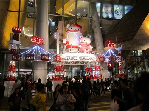 the entrance of the mall is decorated in Hello Kitty style too