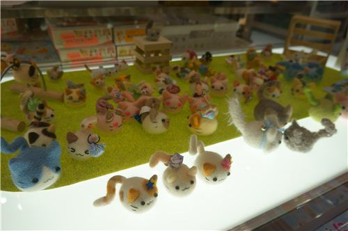 kawaii little felt cats