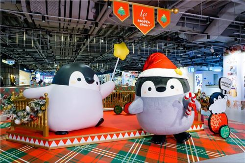 These penguins are ready for Xmas!