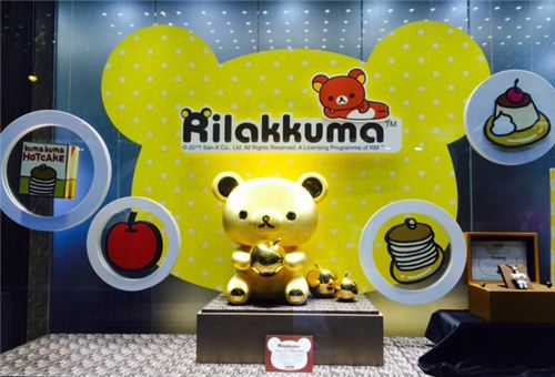 This Giant Rilakkuma Gold Figurine is more than 40cm tall