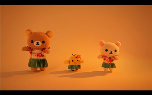 In this movie Rilakkuma, Korilakkuma and Kiiroitori are hula dancing