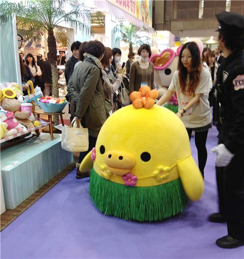 They were real stars, Kiiroitori has an assiastant and security to bring him to the show