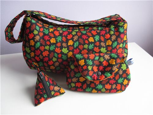 A great bag set with our Timeless Treasures autumn fabric made by Evelin Mostafa‎