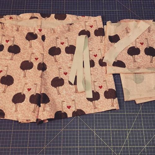 https://instagram.com/momita_blog/ sewing tutorial with Robert Kaufman ostrich fabric.