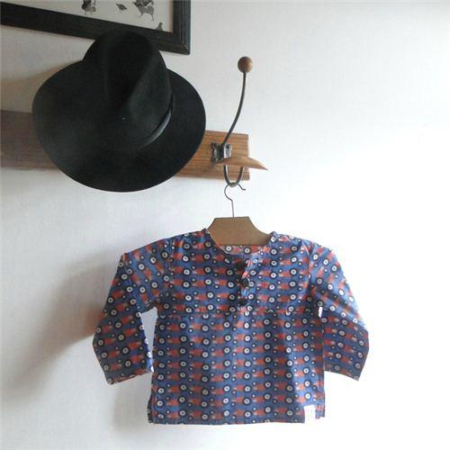 On the blog Les Bêtes de Céline we saw this wonderful boy's shirt