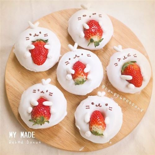 These bunny donuts love their strawberries! From @songsweetsong on Instagram.