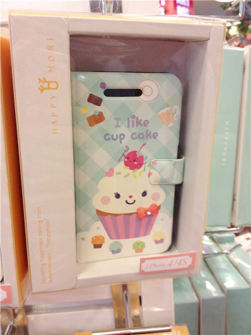This cellphone cover with a cupcake is super kawaii