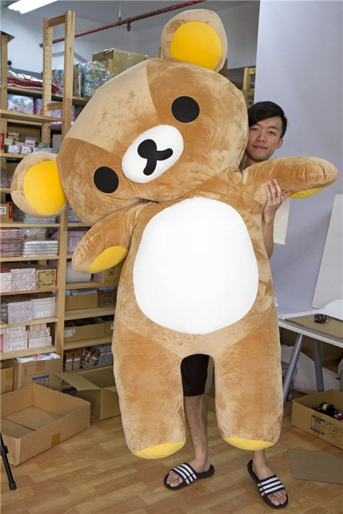 Usually he stands behind the camera, today Rilakkuma nearly totally covers our photographer Ho